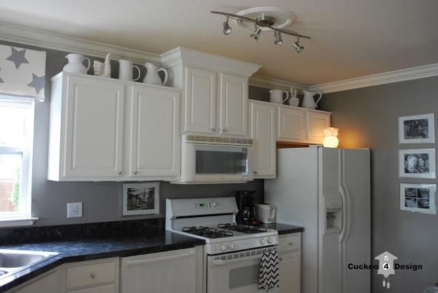 white builder grade kitchen before