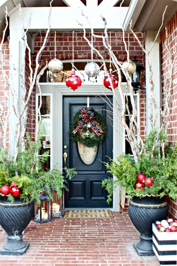 gorgeous black, white and red Christmas entryway
