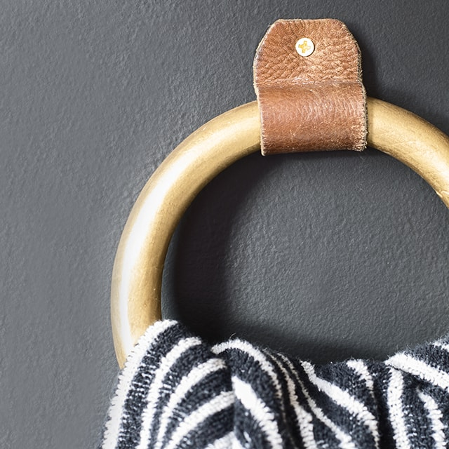 DIY towel ring with leather and wood - Cuckoo4Design