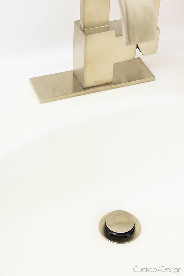 DeChampagne Bronze Delta® Faucet VERO Single Handle Centerset Lavatory Faucetlta® Faucet VERO Single Handle Centerset Lavatory Faucet