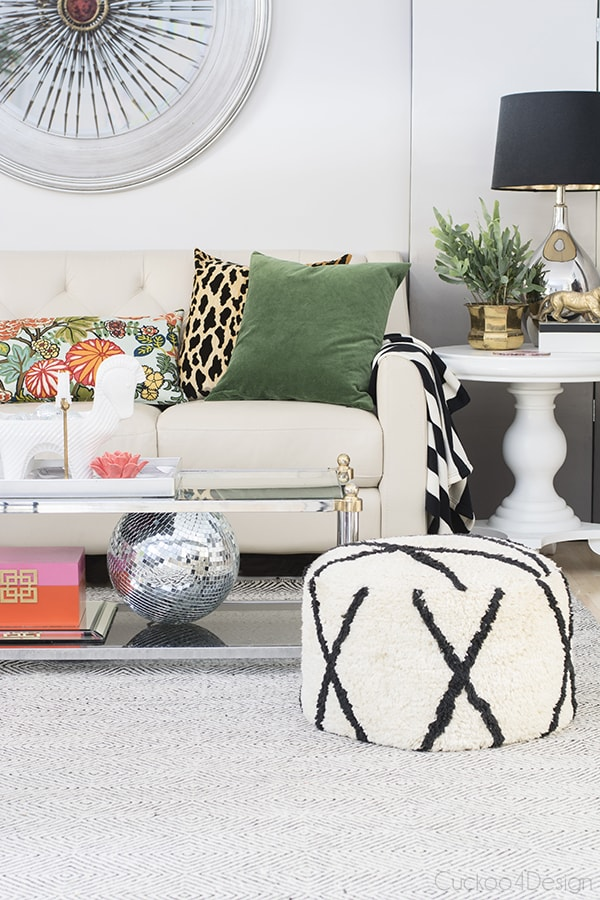 How to create different looks with pillows