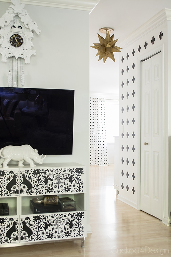 How_to_make_nosew_nopaint_DIY_Graphic_blackandwhite_curtains_Cuckoo4Design_12