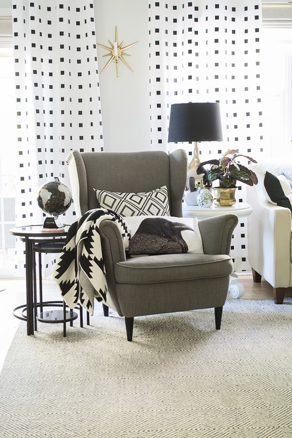 living_room_with_black_and_white_curtains_Cuckoo4Design_16