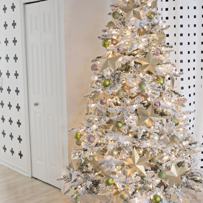 How to assemble a flocked Christmas tree