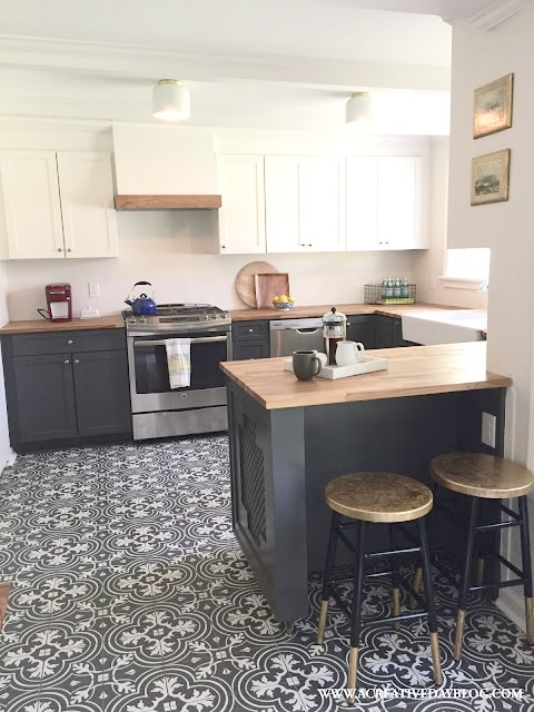 Graphic Tile in White and Grey Kitchen