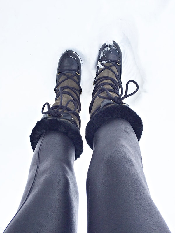 Snowboots_and_leggings