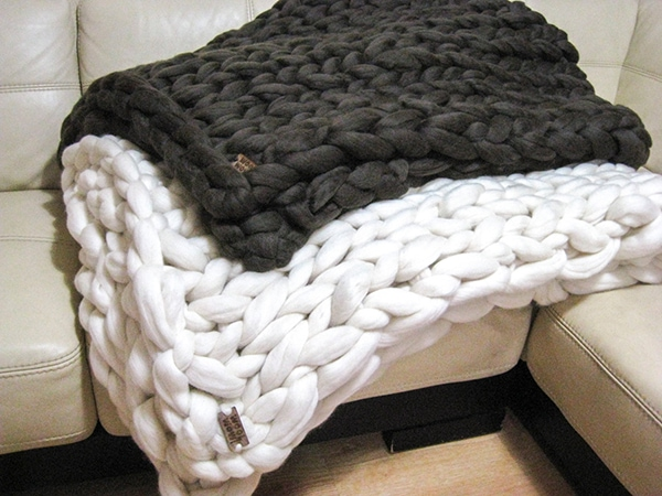 thick and very chunky knit blanket