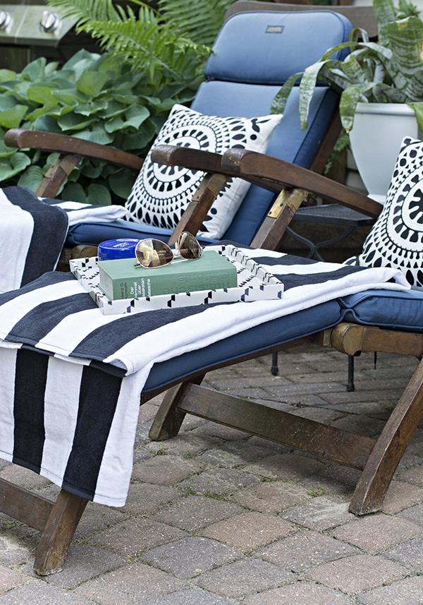 outdoor sun chair lounge area