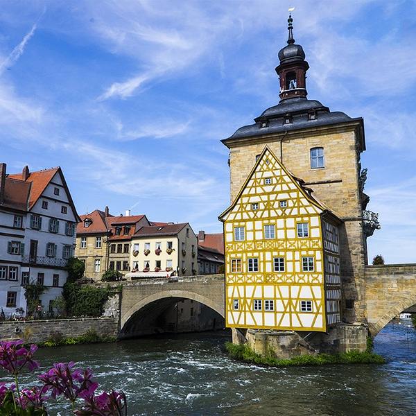Bamberg_town_hall_from_opposite_bridge