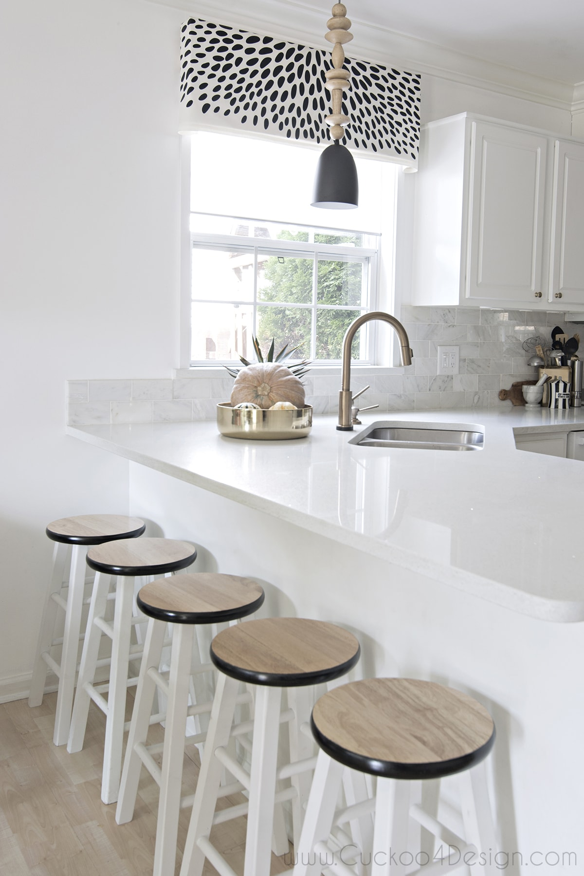 black_white_and_gold_kitchen_cuckoo4design