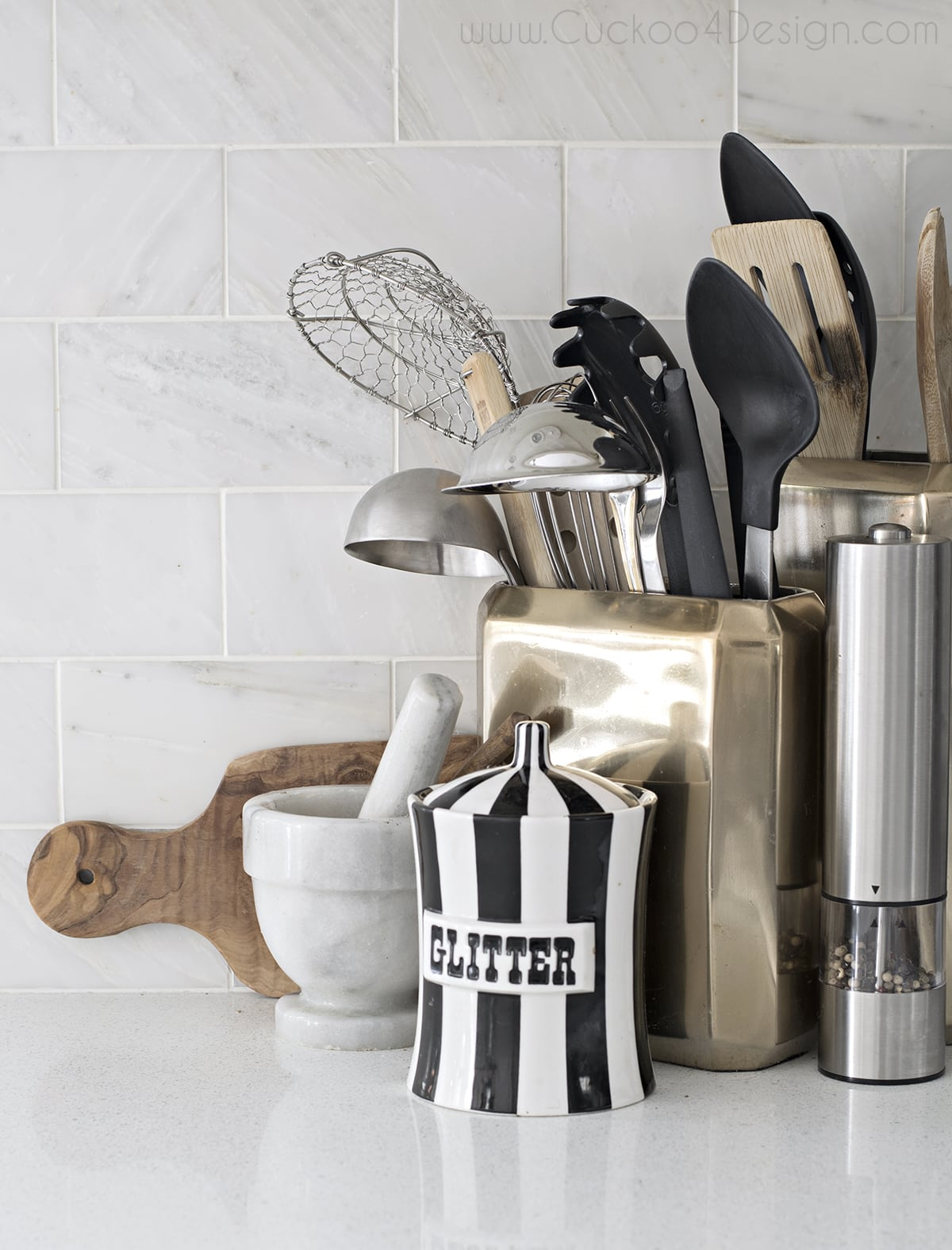 black_white_and_gold_kitchen_cuckoo4design_8