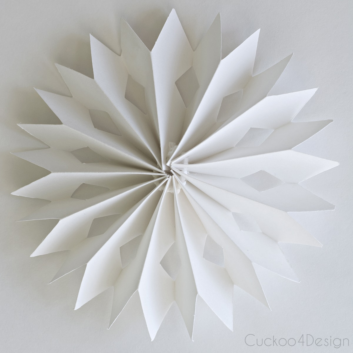 diy_cardboard_snowflake_ornament_cuckoo4design_3