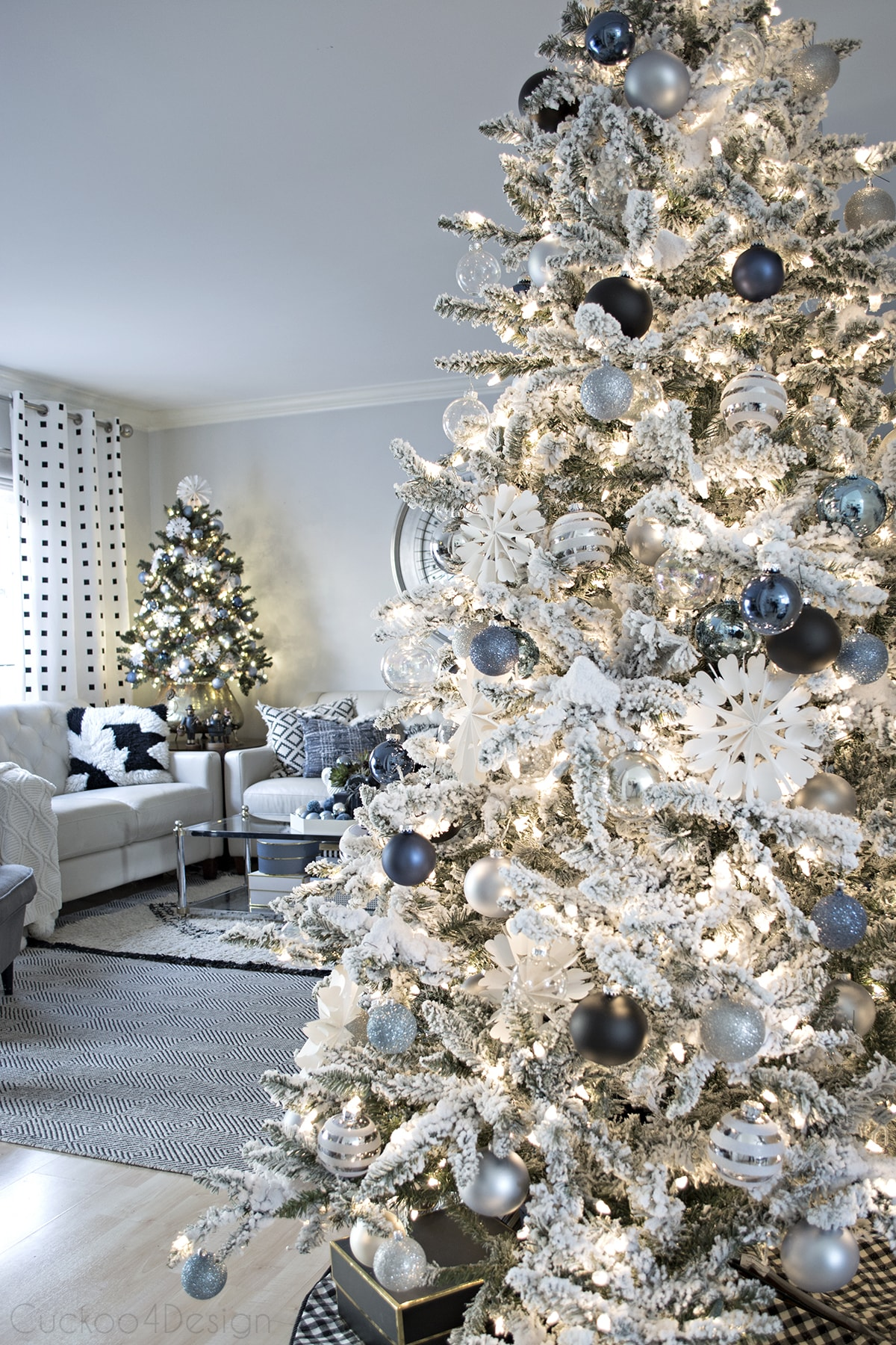 denim_blue_and_cream_christmas_living_room_2016_21