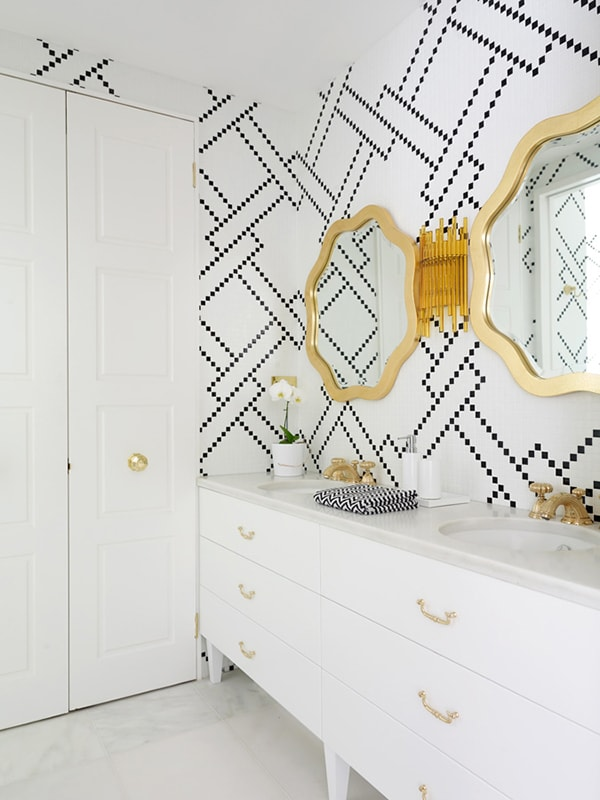stylish black and white bathroom