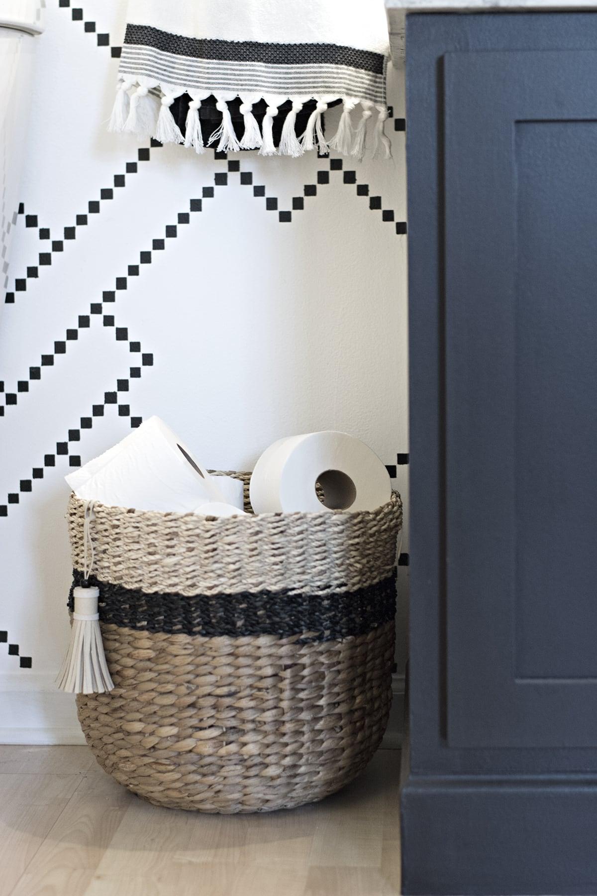 Bathroom basket storage wire storage caddy interdesign for Black and white bathroom paper