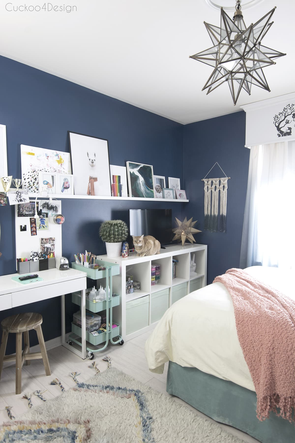 cheap ways to decorate a teenage girl's bedroom with art and crafting area