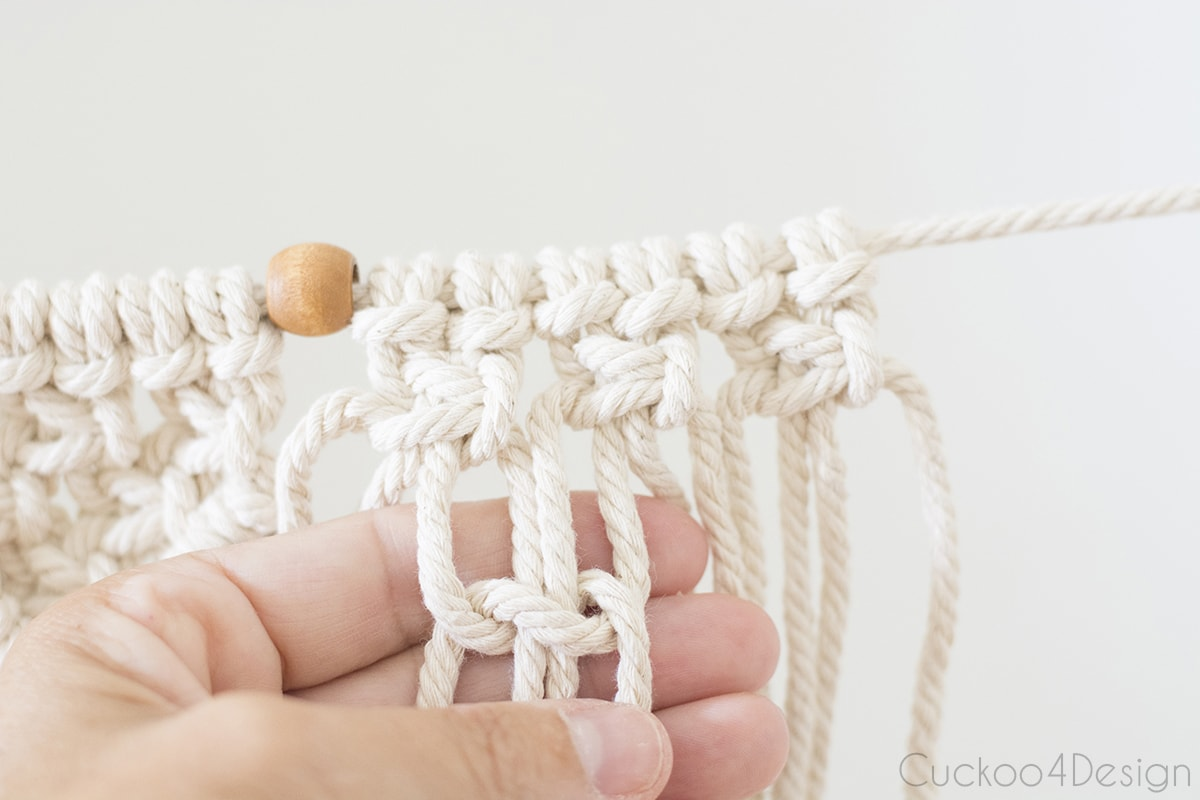 offsetting square knots for beginner macrame garland