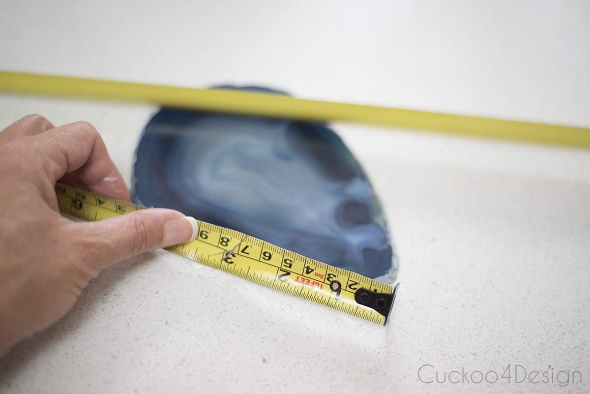 measuring an agate slice