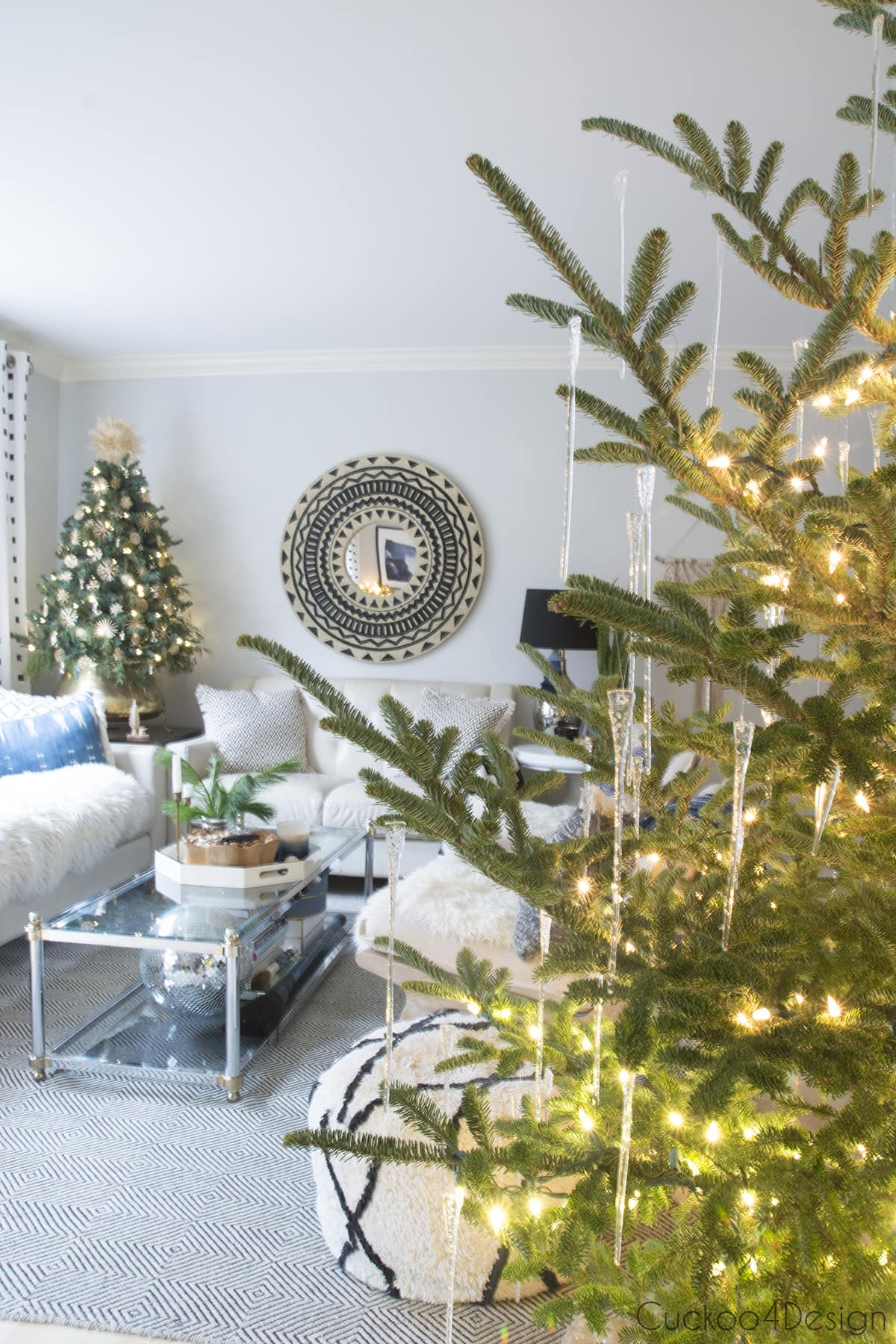 icicles and straw stars as natural Christmas decorations