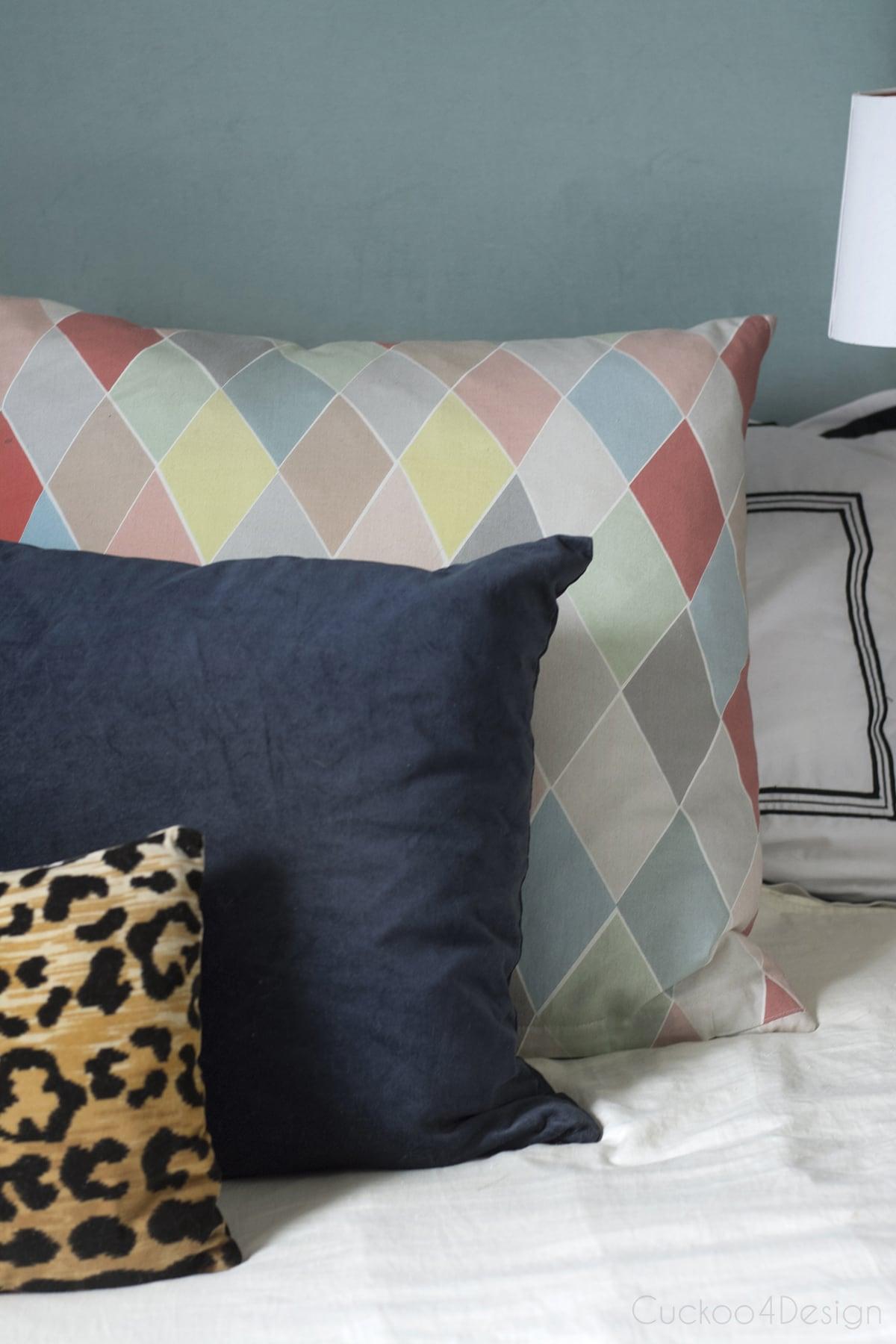 queen bed pillows