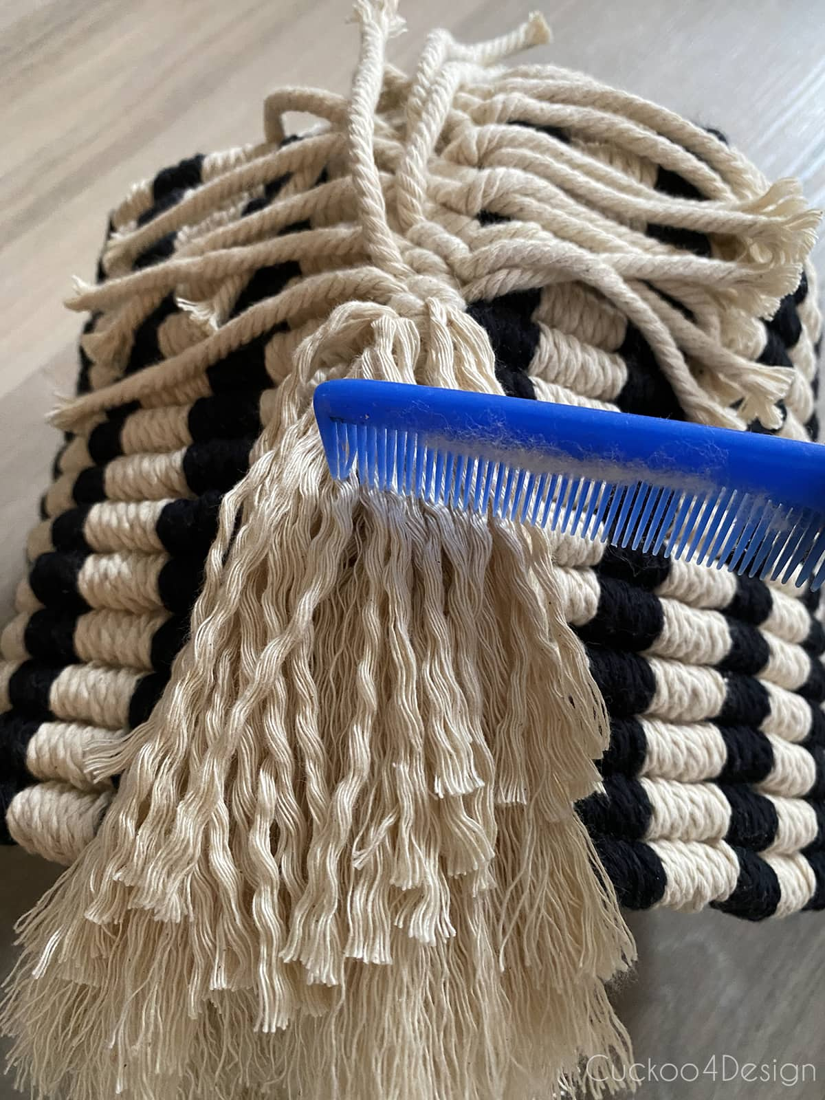 combing the macrame string