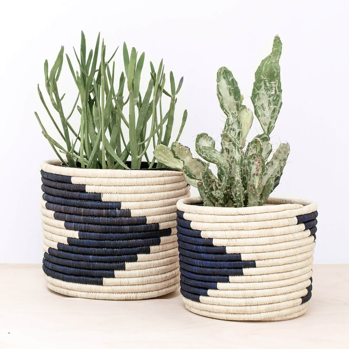 view of inspiration baskets used to make the macrame planter sleeve