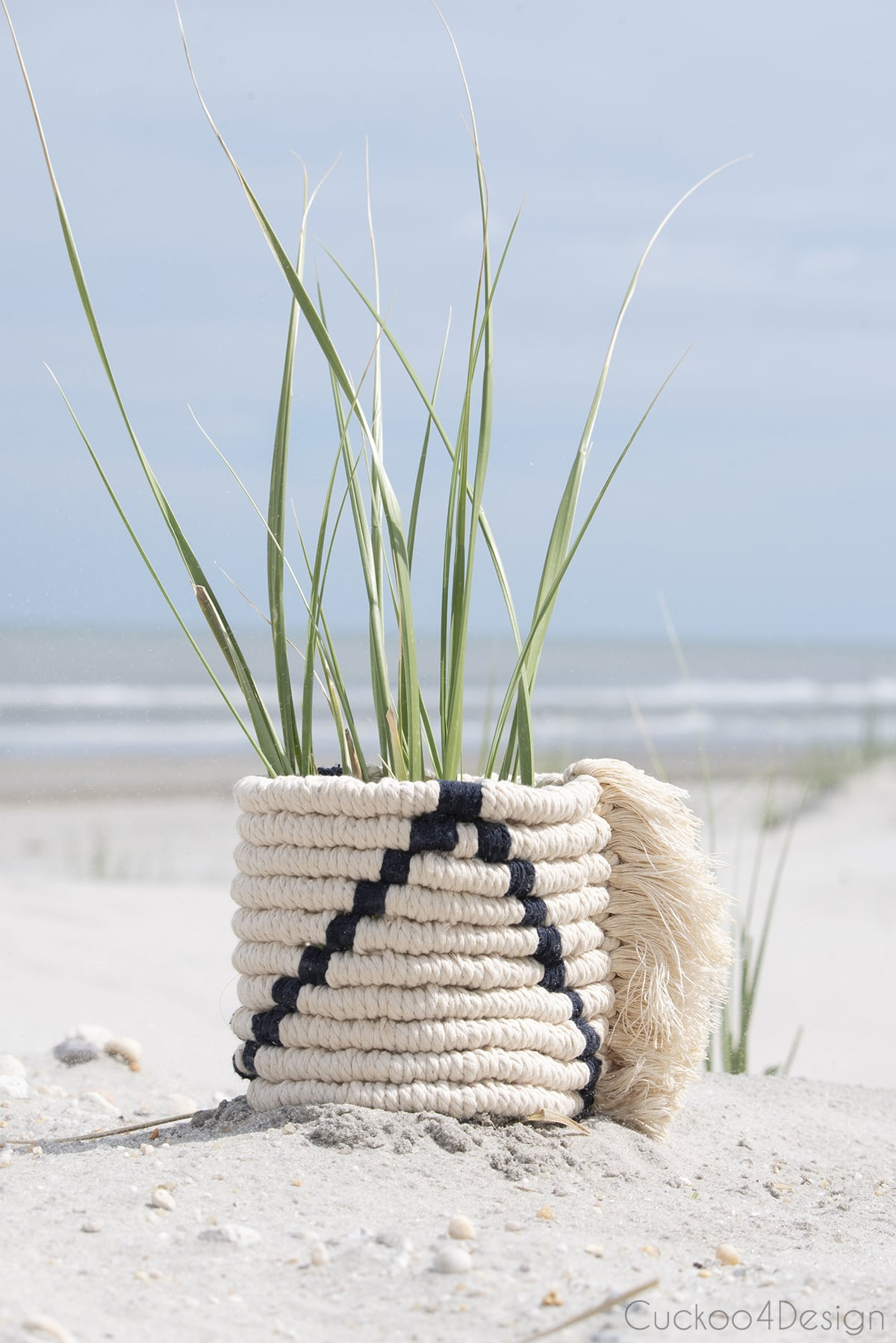 easy macrame planter using only two knots in the sand