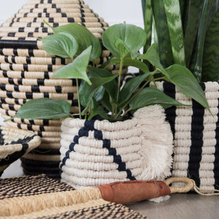 easy macrame planter using only two knots