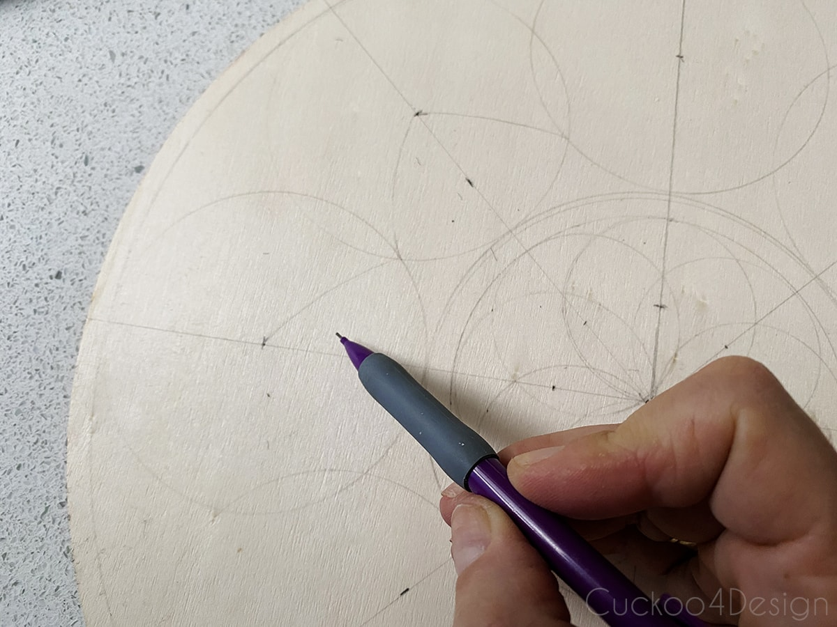 drawing in more details between the overlapping circles