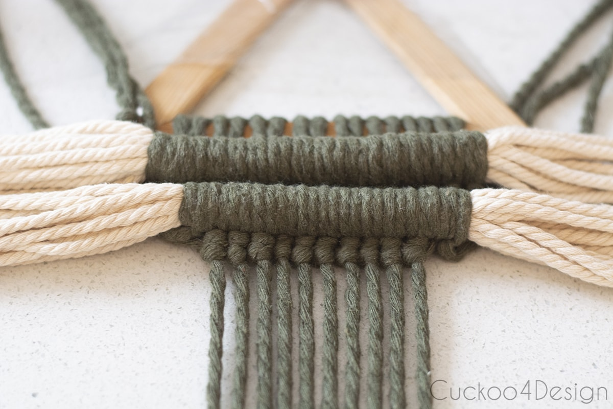 two rows of horizontal and vertical Double Half Hitch Knots