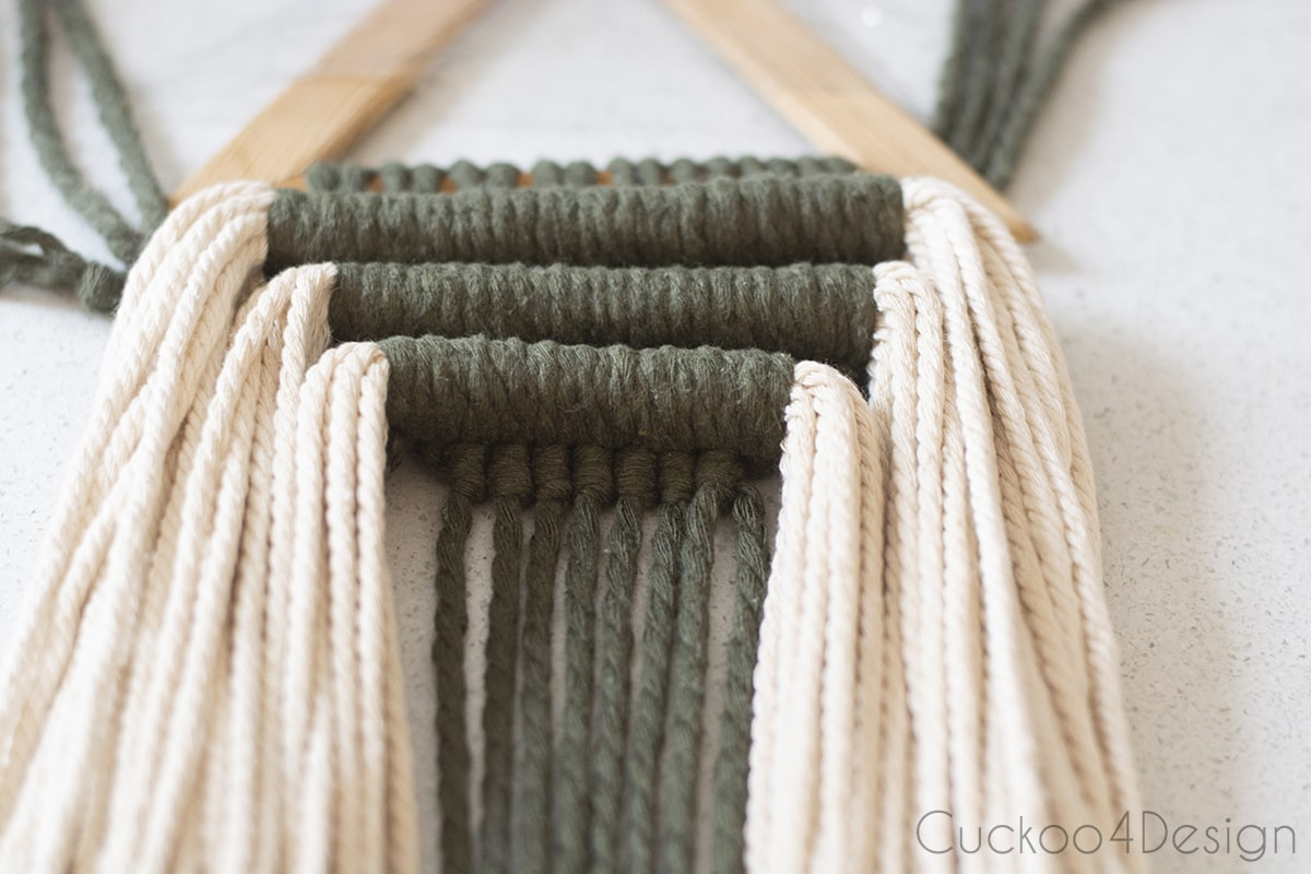 three rows of horizontal and vertical Double Half Hitch Knots