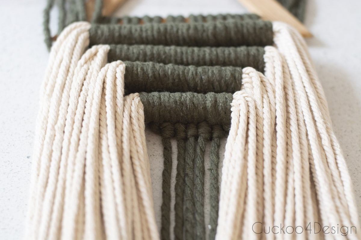 four rows of horizontal and vertical Double Half Hitch Knots