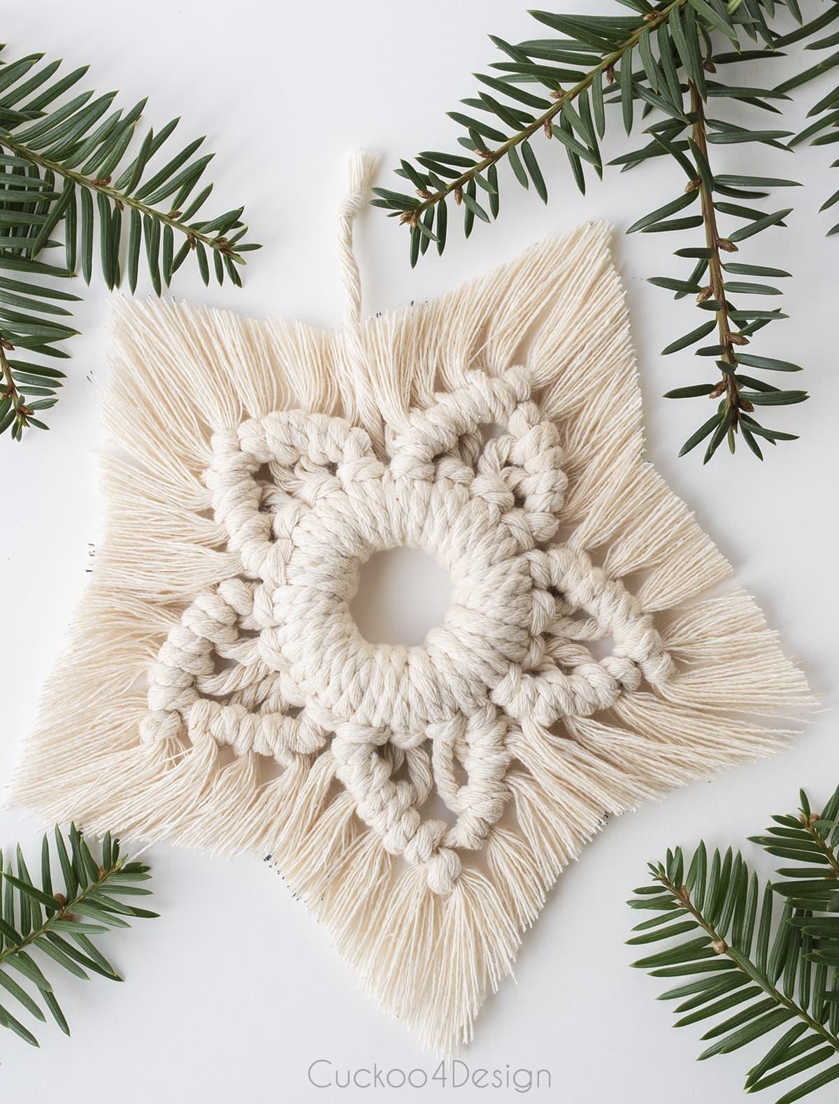 hoe to make a macrame snowflake Christmas ornament