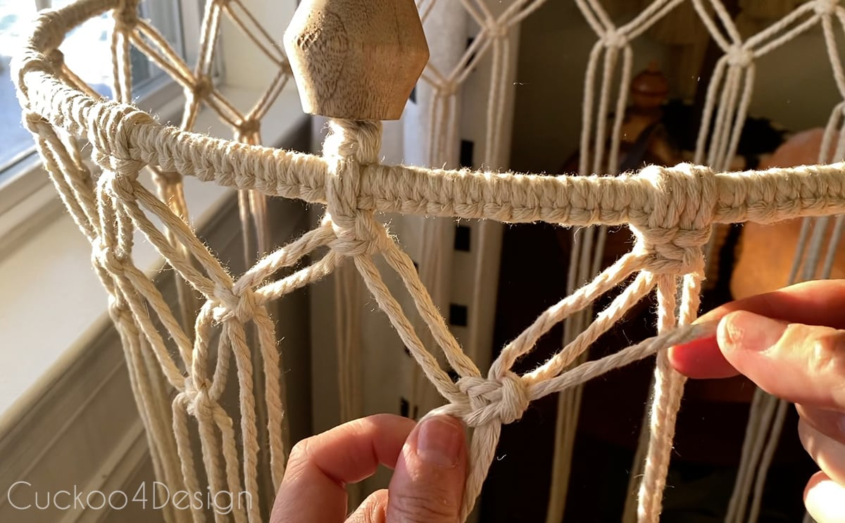 creating square knot grid